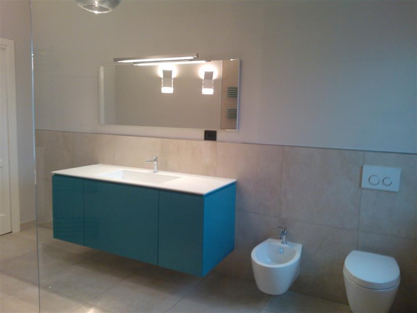 Mobile Bagno con top in corian e lavello integrato